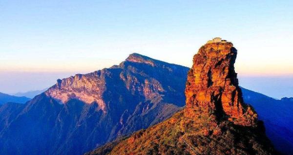"""海拔2500米之巅,爬上需要登""""云梯"""",梵净山金顶是怎样建造起来的?"""